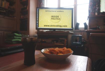 Fernseher-Inside Politics-Chips-Cola