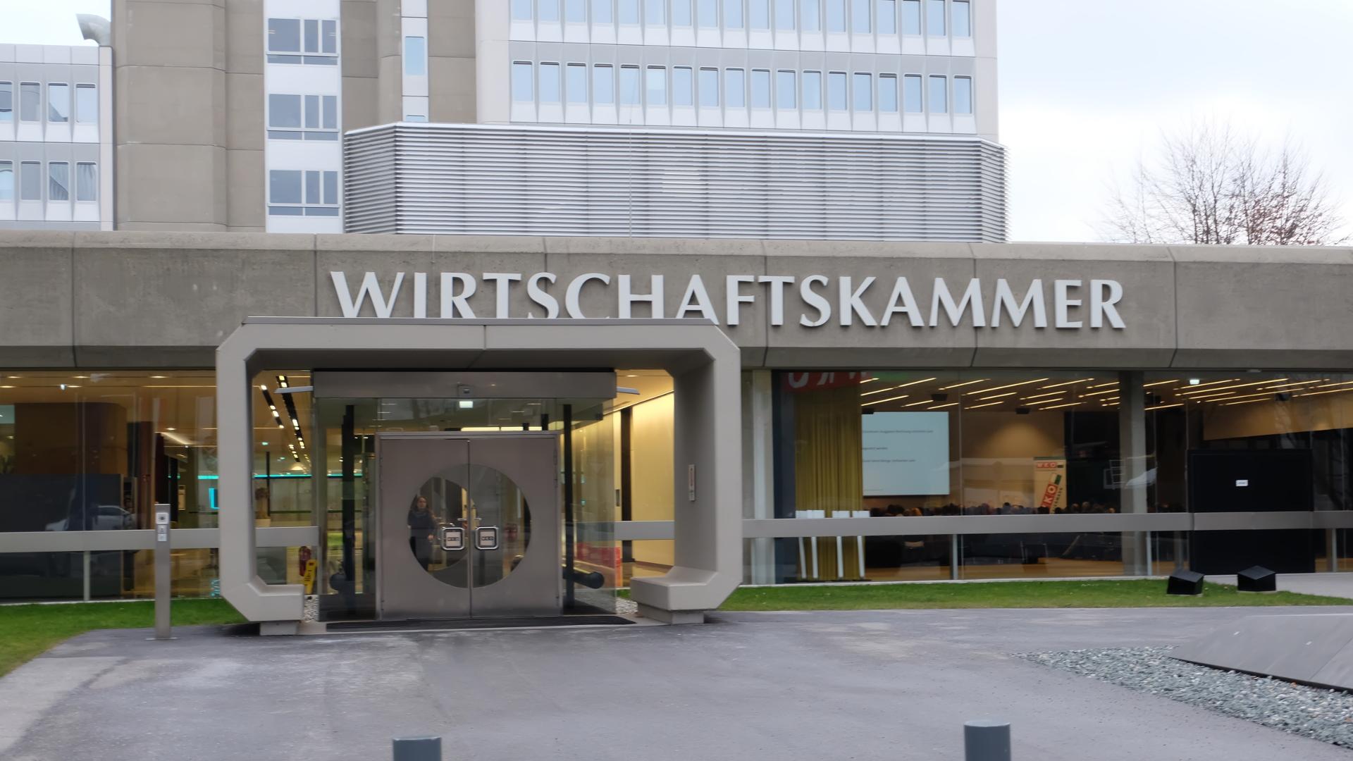 Wirtschaftskammer-Schlüsselübergabe-Harald-Mahrer-Christoph-Leitl