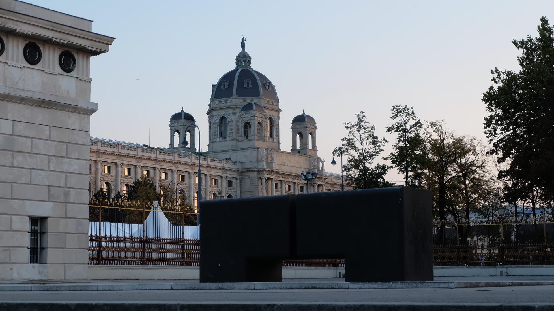 Kunsthistorisches-Museum-Wien-Burgtor-Blick