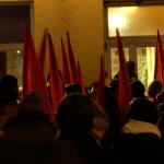 Donnerstagsdemo-Rote-Fahnen