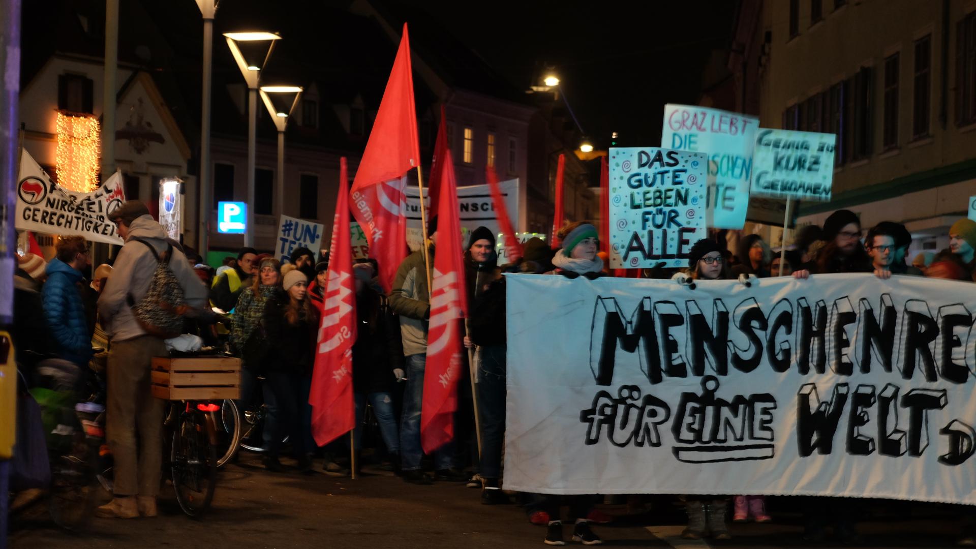 Donnerstagsdemo-Graz-Gewerkschaft-SPÖ-Plakate