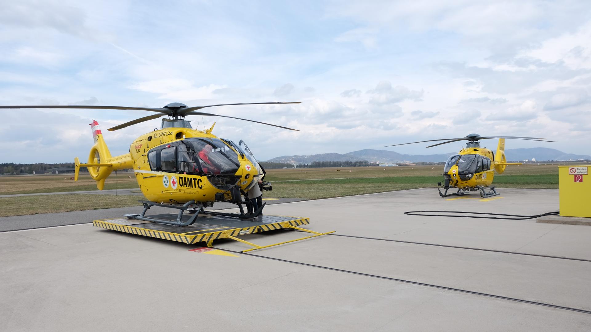 Christophorus 17-Christophorus 12-Graz-Flughafen-Thalerhof-ÖAMTC-Hubschrauber-Flugrettung