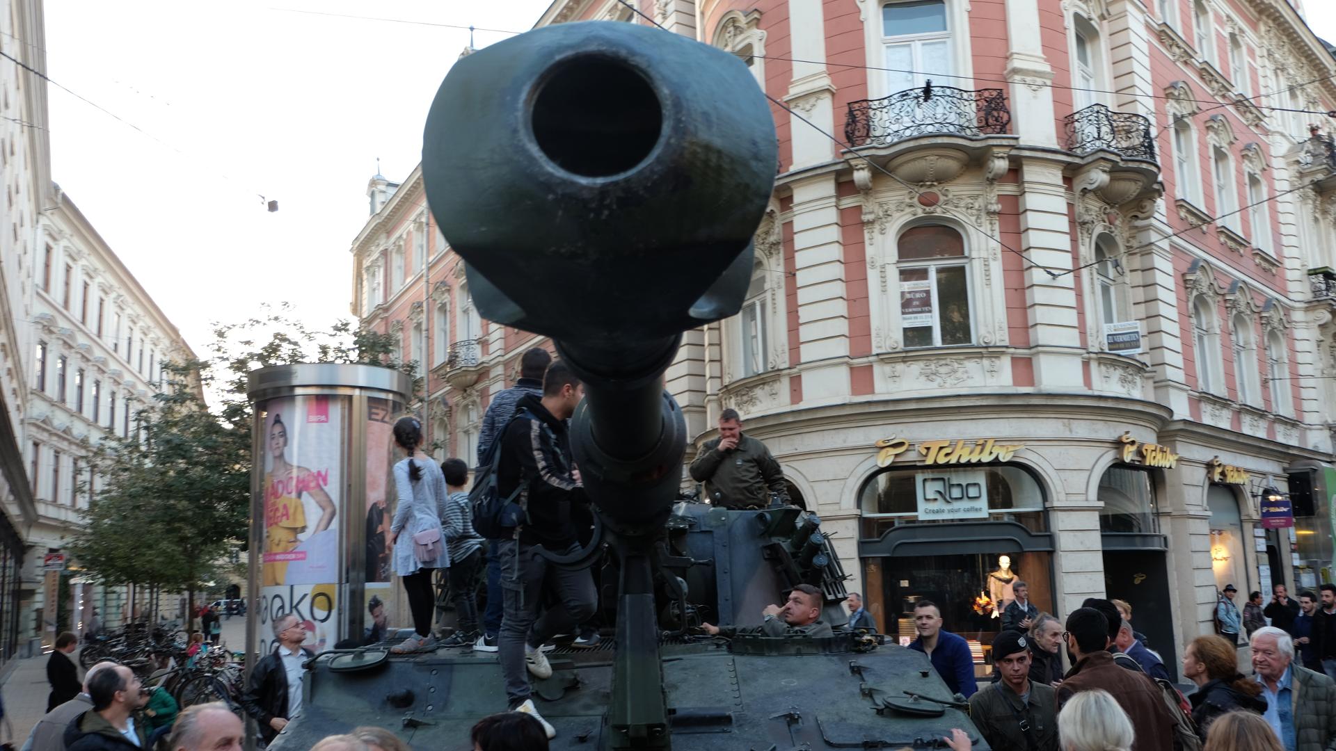 Bundesheer-Grundwehrdienst-Panzerhaubitze-M109-Graz-Nationalfeiertag-Grundwehrdienst
