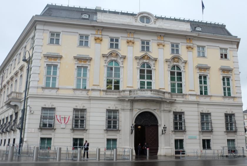 Reisswolf-Affäre – ÖVP-Mitarbeiter vernichtete Festplatte vor Amtsübergabe, 383