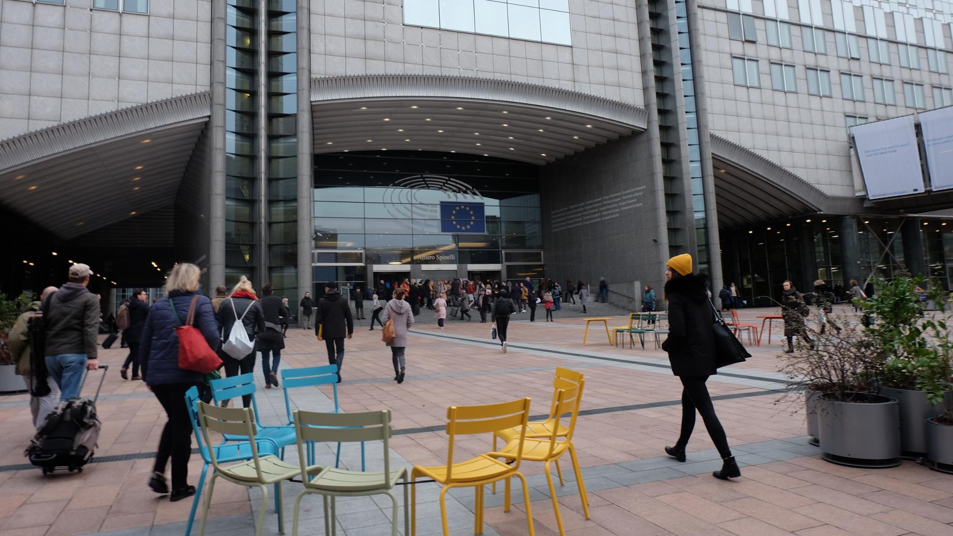 EU Parlament-Edtstadler-Arbeitsplatz