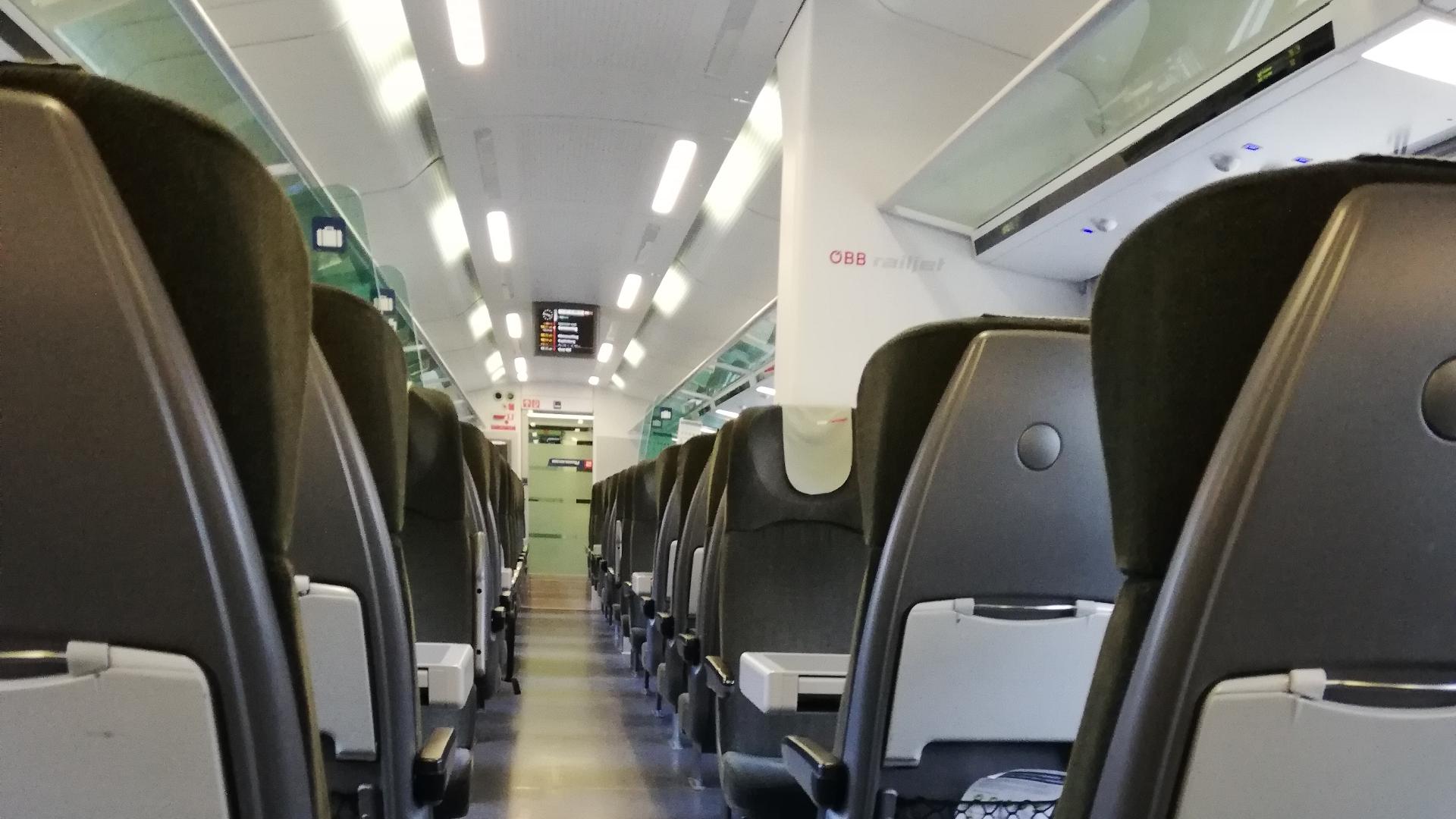 Shutdown-Railjet-Corona Krise-Covid 19-Österreich-ÖBB-Wien Graz-Zug-leer-Waggon